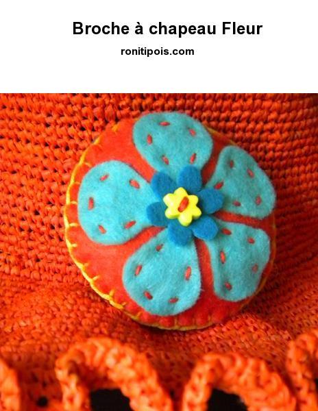 Macaron de feutrine ouaté cousu main avec attache broche couleur argent - Motif Fleur.
