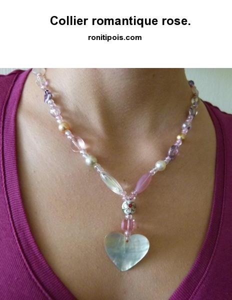 Collier de perles - motif central cœur.