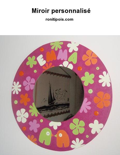 Miroir en bois recouvert d'une toile, peint à la main et personnalisé avec un prénom - Motif fleurs, oiseaux et pois.